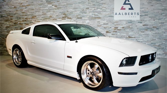 Ford Mustang 4.6 V8 GT (1)